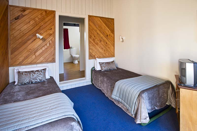 Interior of a Discovery Lodge twin room at Tongariro National Park