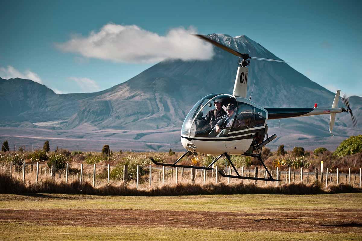 Callum Harland & Ian Wakeling landing at Discovery helipad & Mt Ngauruhoe