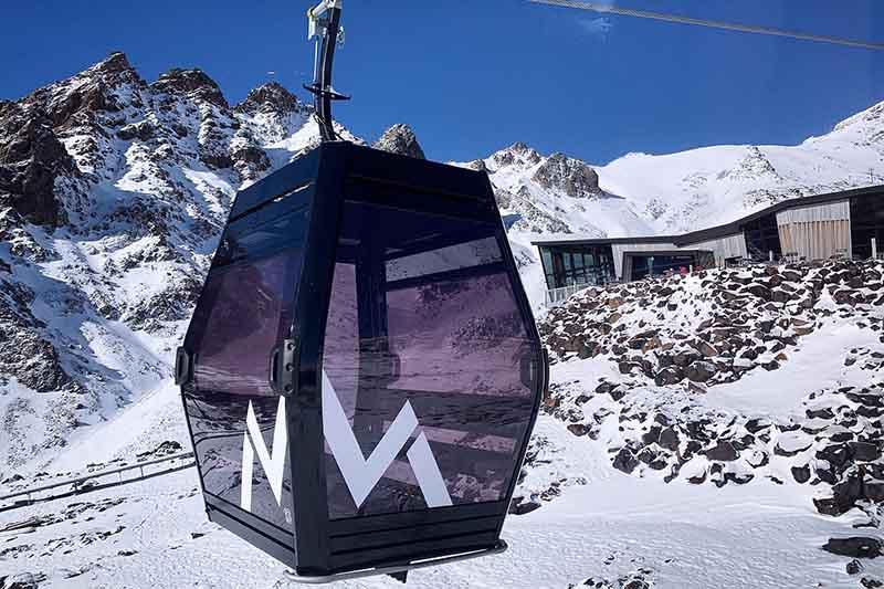 A Sky Waka gondola cabin with Knoll Ridge Cafe in the background at Whakapapa Mt Ruapehu